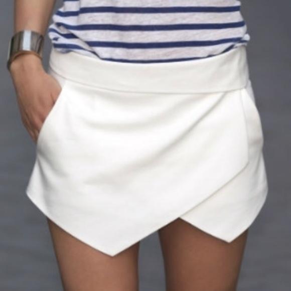 Aritzia Dresses & Skirts - Aritzia White Envelope Skort